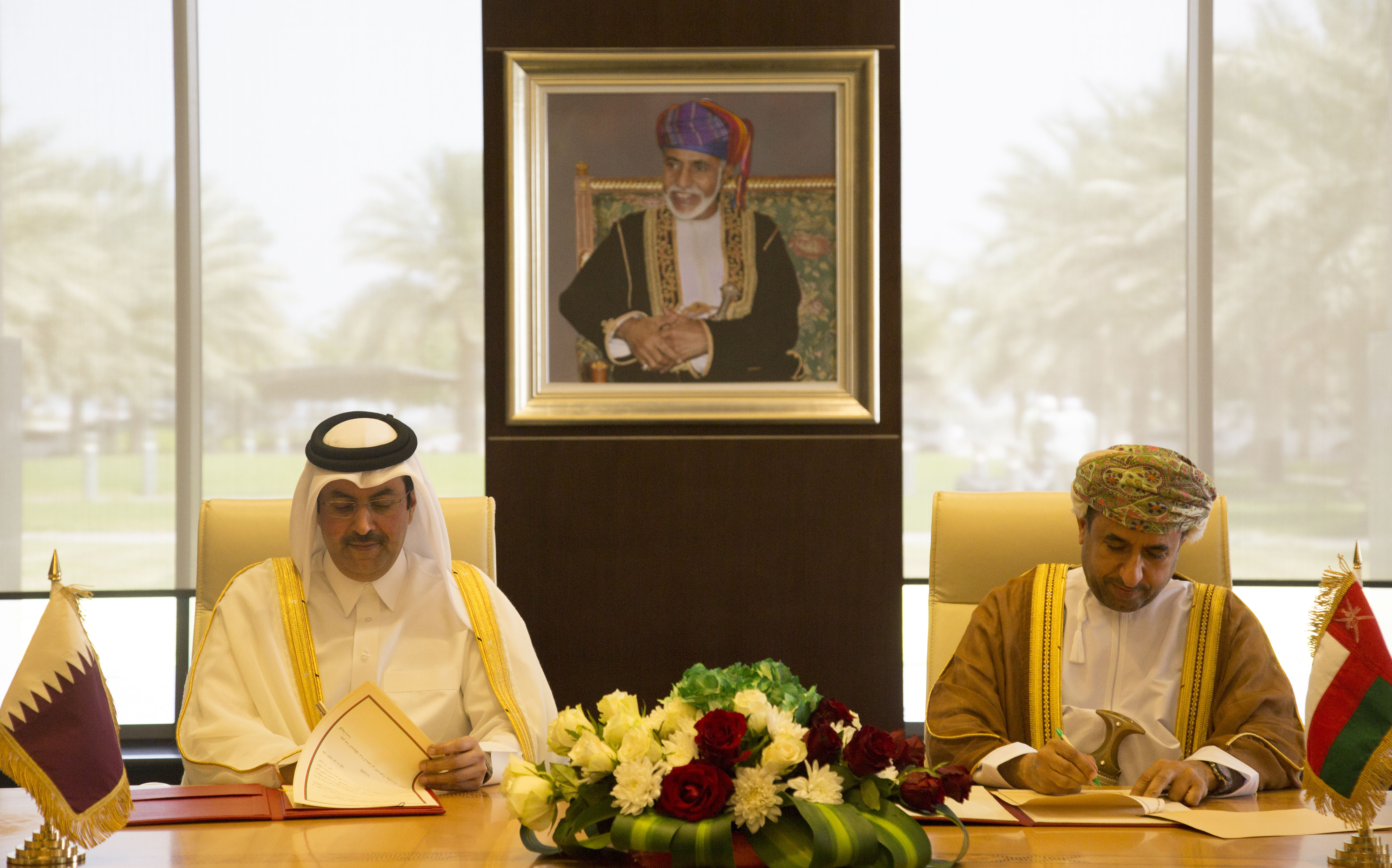 A protocol signing to amend the agreement on air transport between the Sultanate and Qatar